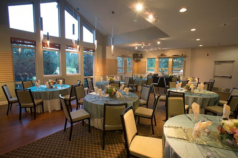 Garibaldi Room at Executive Suites Hotel & Resort Squamish